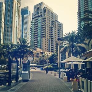 - tayo'y maglakad ng dahan-dahan at masdan ang kagandahan ng kapaligiran (Dubai Marina)