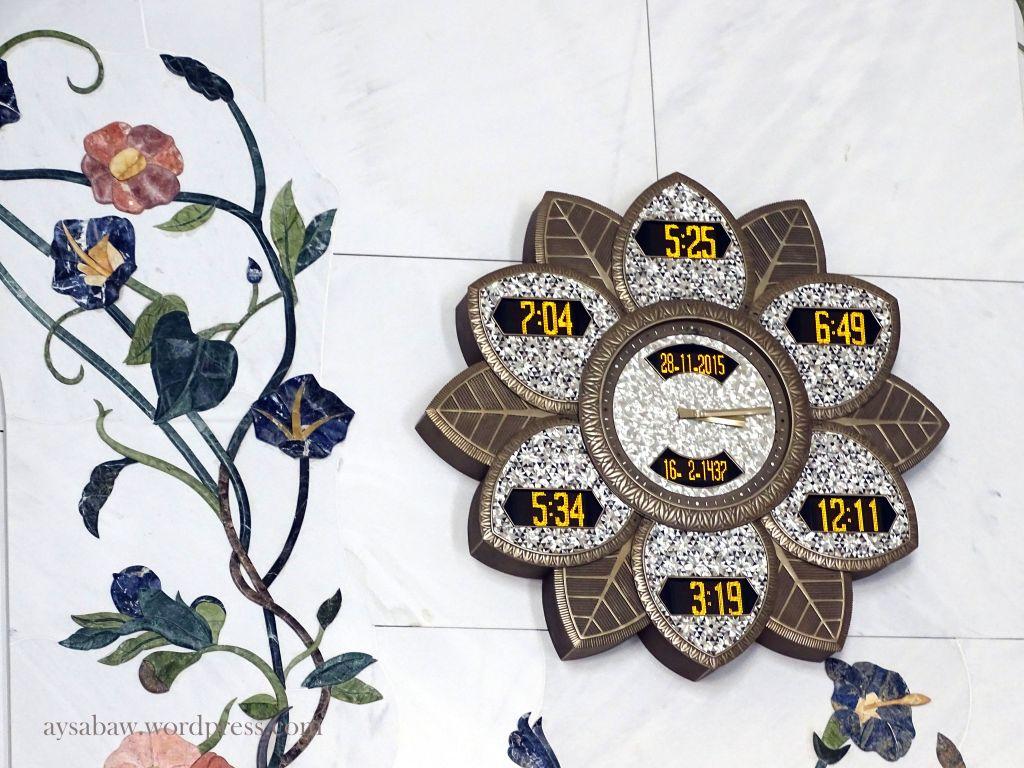 Grand Sheikh Zayed Mosque - Clock